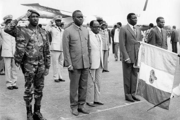 Arrivée des cinq chefs d'état du Conseil de l'Entente. De gauche à droite : Thomas Sankara (chef de l'État de la République démocratique et populaire du Burkina Faso), Mathieu Kérékou (président de la République populaire du Bénin), Félix Houphouët Boigny (président de la République de Côte d'Ivoire), Gnassingbé Eyadéma (président de la République togolaise) et Seyni Kountché (président du conseil militaire suprême de la République du Niger). À Yamoussoukro (Côte d'Ivoire), le 10 septembre 1985