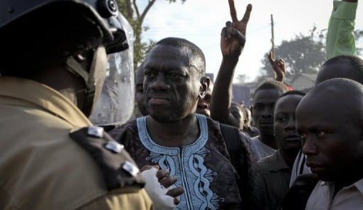 Ouganda: arrestation du chef de l'opposition Kizza Besigye
