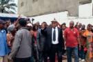 Étienne Tshisekedi entouré de ses militants juste avant sa prestation de serment à Kinshasa.