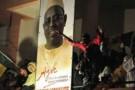 Des partisans de Macky Sall fêtent sa victoire annoncée, à Dakar le 25 mars au soir.