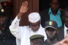 L'ancien président tchadien Hissène Habré à la sortie du tribunal de Dakar, le 2 juillet 2013.
