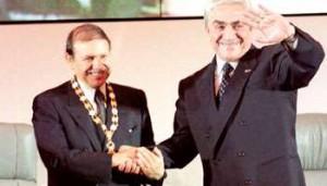 Liamine Zéroual (à dr.) et Abdelaziz Bouteflika, le lendemain de son investiture le 28 avril 1999.