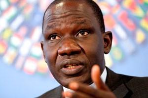 Cameroun : Alamine <b>Ousmane Mey</b>, un banquier aux Finances - JeuneAfrique.com - Cameroun_Alamine_Ousmane_Mey_cMolly_Riley_AP_SIPA-300x200