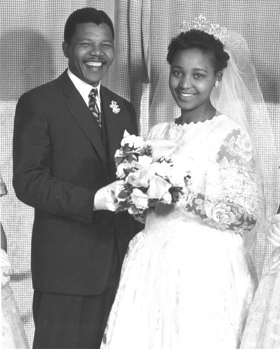 Mariage de Nelson Mandela et Winnie Nomzamo Madikizela, le 14 juin 1958, à Bizana, village natal de Winnie dans la région du Pondoland, futur Transkei.
