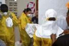 Le personnel médical se prépare à voir des patients infectés par Ebola.