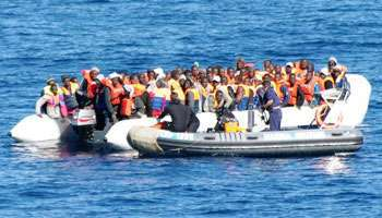 Une embarcation de migrants clandestins au large de l'Italie.
