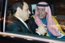 Photo fournie par l'agence de presse saoudienne montrant Abdoulaziz al-Saoud et Abdel Fatah al-Sissi