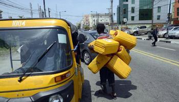 nigeria le premier producteur de p trole en afrique court d essence. Black Bedroom Furniture Sets. Home Design Ideas