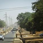 Ligne à haute tension à Niamey. Le Niger bénéficie d'une interconnexion avec le réseau nigérian.