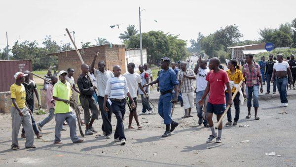 Des Imbonerakure dans le quartier de Kinama, dans la capitale burundaise, le 25 mai 2015.