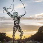 Le square George-Forrest, à Lubumbashi (statue de l'artiste lushois Daddy Tshikaya)