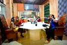 Au studio d'Alpha Blondy FM