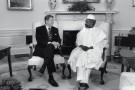 Le 19 juin 1987, Ronald Reagan le reçoit à la Maison Blanche, dans le Bureau ovale.