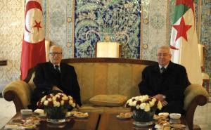 Le président tunisien Béji Caid Essebsi, reçu ici par Abdelkader Bensalah, le président du Sénat algérien, avait négocié en 2011 une aide de 100 millions de dollars auprès d'Alger.