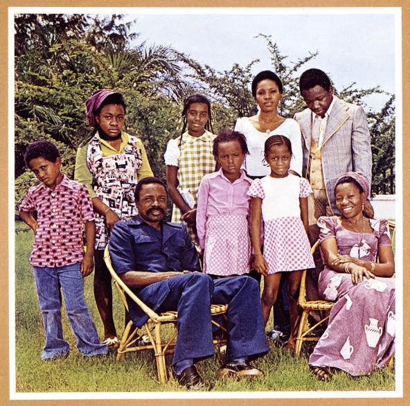 Omar Bongo et sa famille en 1968.