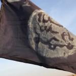 Le drapeau de Boko Haram à Gambaru,  au Nigeria, après que les troupes tchadiennes ont chassé le groupe terroriste, en février 2015.