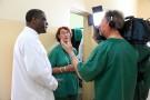 Denis Mukwege, Colette Braeckman et Thierry Michel à l'hôpital de Panzi (Sud-Kivu), en mai 2014.