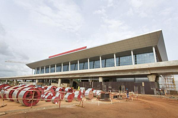 Les travaux de l'aérogare de Lomé, en mai 2014