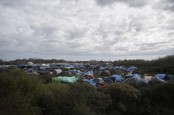 Immigration : un Britannique risque la prison pour avoir sorti une enfant de la « jungle » de Calais
