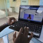 Un internaute à Abidjan.