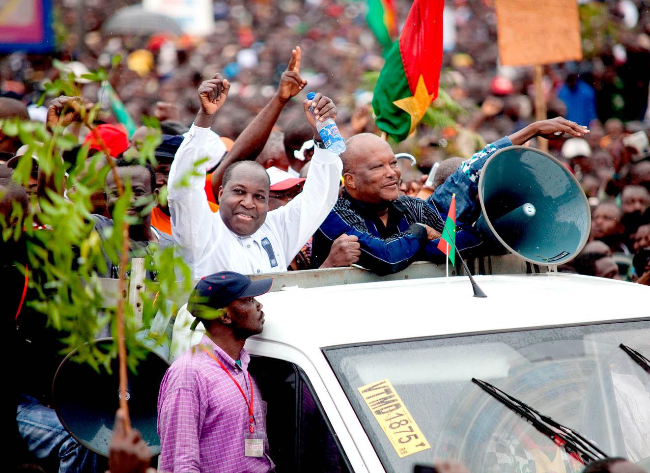 Zéphirin Diabré (à g.) et Roch Marc Christian Kaboré, protestant, le 18 janvier 2014 à Ouagadougou, contre la réforme de la Constitution.