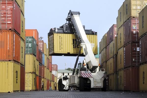 A Conakry , le terminal à conteneurs est géré depuis 2011 par Bolloré Africa Logistics.