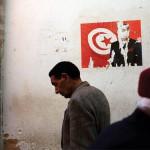 En mars 2011, dans une rue de Sfax. Depuis, et malgré le chemin parcouru, l'heure n'est plus au romantisme. Cible des critiques : les politiciens.