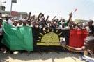 Manifestants exigeant la libération de Nnamdi Kanu, nouveau champion de la cause biafraise, le 18 novembre 2015 à Aba, dans le Sud-Est.