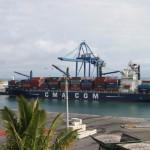 Un porte-conteneurs de CMA CGM à Port Réunion.
