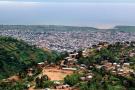 Bujumbura, vue depuis les collines qui la surplombent.