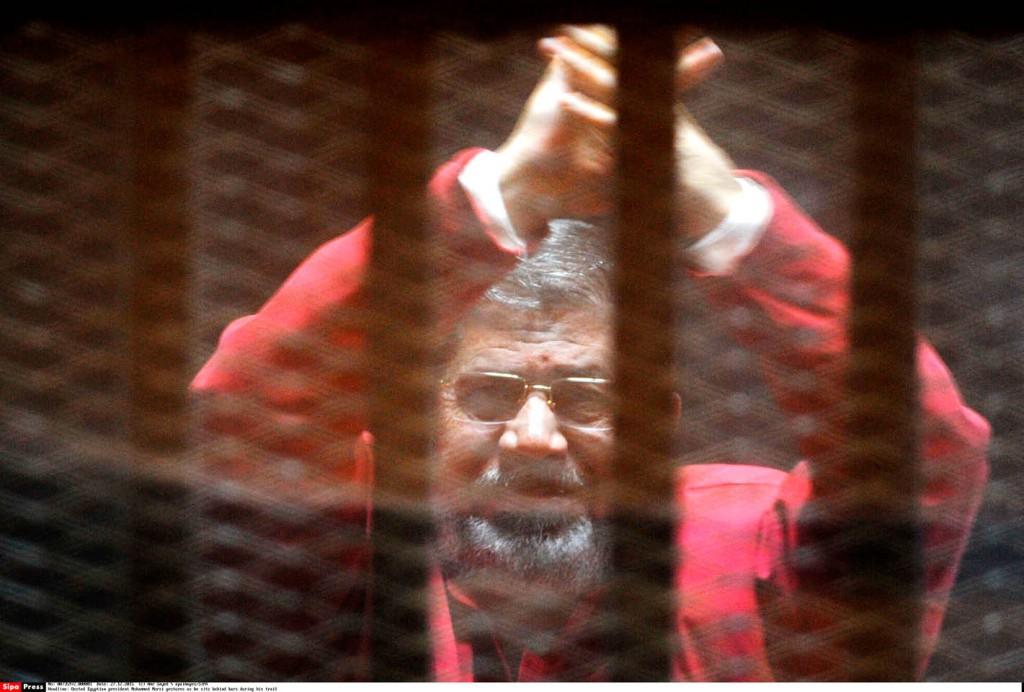 L'ancien président Mohamed Morsi au tribunal du Caire, le 16 août 2015.