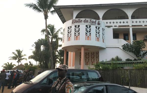 Façade de l'hôtel Etoile du Sud où se déroula l'attentat de Grand Bassam.