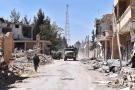 Des soldats syriens après la victoire de l'armée contre le groupe jihadiste État islamique à Al Quaryatayn, au sud-est de la ville de Homs, dans l'ouest de la Syrie, le 4 avril 2016.