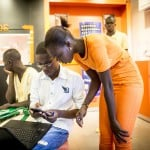 Intérieur de l'agence de Orange Sonatel des Almadies à Dakar, le 25 novembre 2013.