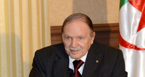 Algérie : Ayrault raconte sa rencontre avec Bouteflika