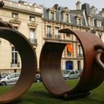 La sculpture «Fers», à Paris, en hommage à Thomas Alexandre Dumas (1762-1806), premier général noir français en 1793.