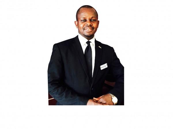 Devenu héros malgré lui, le 20 novembre 2015, Tamba Diarra travaille toujours au restaurant de l'hôtel (ci-contre).