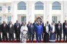 Le nouveau gouvernement devant le palais présidentiel, le 17 mai.