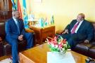 Le chef de l'État, Pierre Nkurunziza (à g.), et l'ancien président tanzanien Benjamin Mkapa, le 18 mars, à Bujumbura.