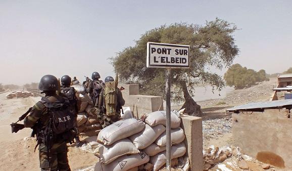 Des soldats camerounais en opération contre Boko Haram à la frontière nigériane, le 25 février 2015.