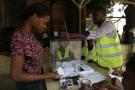 Une électrice vote à Sao Tomé, le 17 juillet 2016.