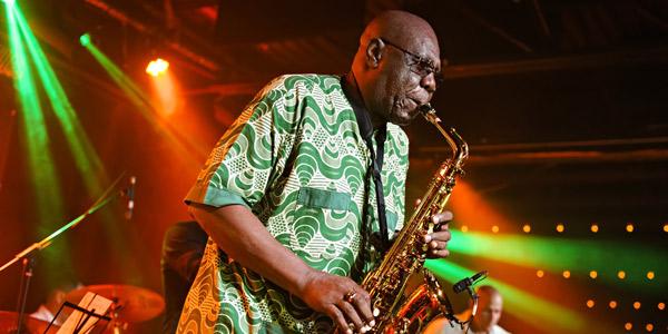Manu Dibango au festival Nuits d'Afrique de Montréal, lundi 18 juillet 2016.