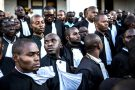 Avocats favorables à la cause de Moïse Katumbi devant le palais de justice de Lubumbashi, le 11mai 2016.