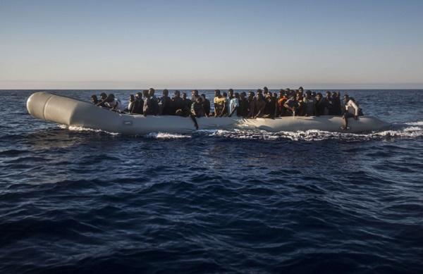 Des migrants subsahariens lors d'une opération de secours en Méditerranée, le 21 juillet 2016.