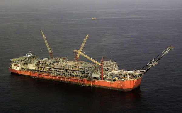 Plate-forme de stockage offshore de la compagnie Shell au large du Nigeria, au sud-est du pays, le 26 décembre 2011.