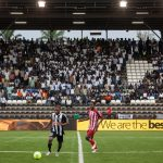 Les joueurs du club de football TP Mazembe affrontent le club Lubumbashi Sport, au stade Mazembe à Kamalondo, une commune de Lubumbashi, en RD Congo, le 04 mars 2015.