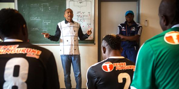 Le président du TP Mazembe encourageant son équipe pendant la mi-temps.