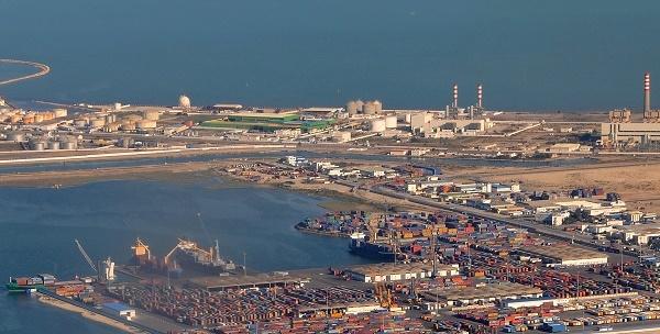 Vue aérienne du port de Radès au nord-est de Tunis, le 05 octobre 2008.