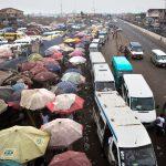 La gare routière de Kaneshie jouxte le marché.