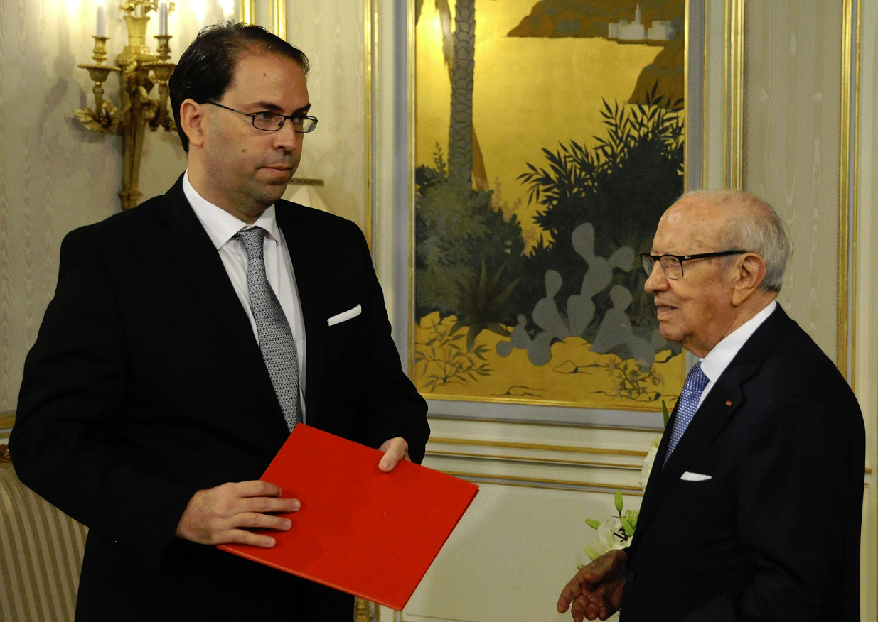 Le nouveau chef du gouvernement Youssef Chahed en compagnie du président Béji Caïd Essebsi, le 3 août 2016.
